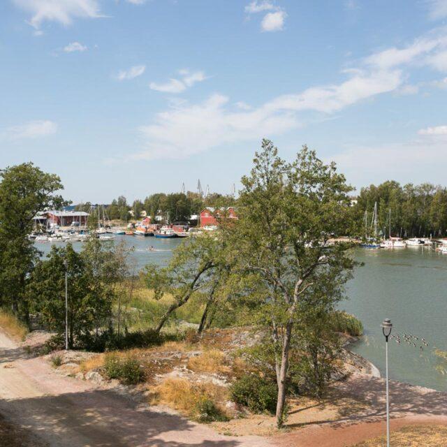 https://www.crusellasunnot.fi/wp-content/uploads/2021/08/kullervontie9C14_uusikaupunki-17-640x640.jpg